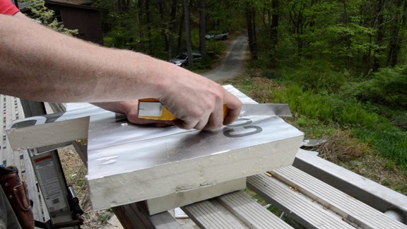 Cutting rigid foam using a utility knife with segmented blade