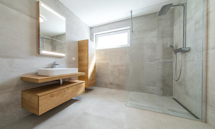 curbless shower with large format tiles