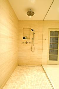 luxe linear shower draintile insert